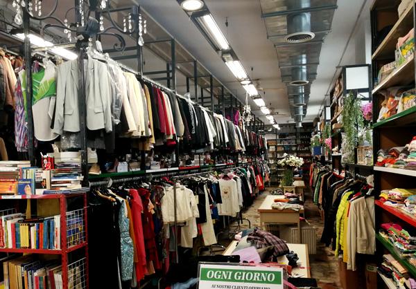 Vesto Outlet Abbigliamento Uomo Donna Bambini a basso costo