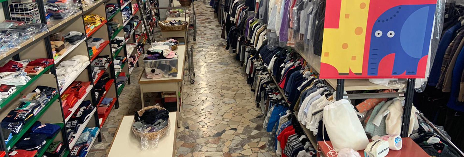 Stock Ingrosso Abbigliamento per mercati Napoli